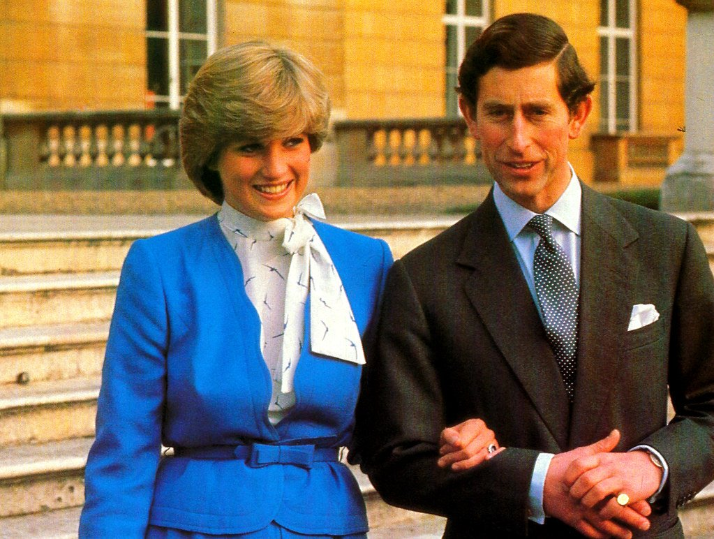 48075711871 2101cb4f91 b Princess Diana's Most Iconic Outfits