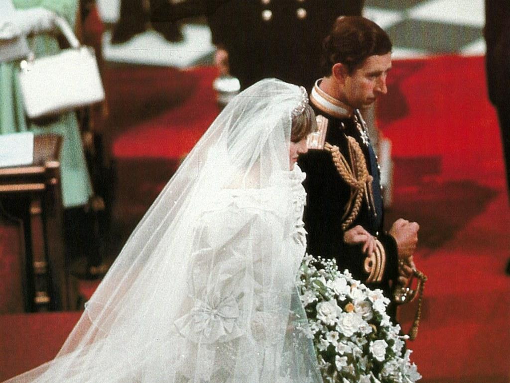 48088866128 5051e449d9 b Princess Diana's Most Iconic Outfits