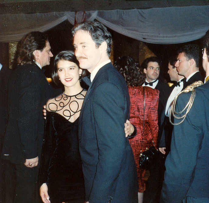 Kevin Kline Phoebe Cates e1622109251992 Legendary 80s Actors With Massive Relationship Age Gaps