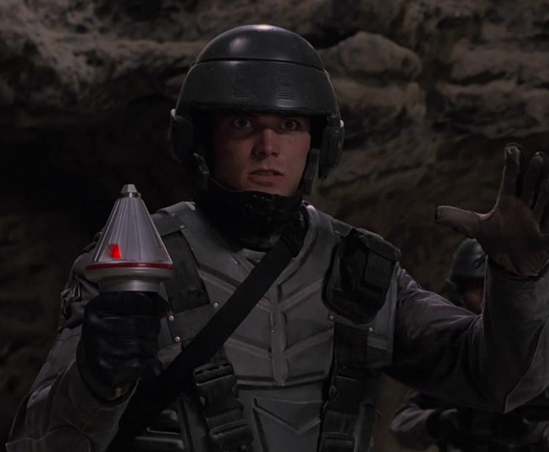 MV5BMWVmNTcxODItM2EwYy00NGM5LWJmODgtNjVlOGEzYzA5NzdmXkEyXkFqcGdeQXVyNjI4OTE1MTA@. V1 e1623240837160 Mark Wahlberg Almost Starred, And More You Never Knew About Starship Troopers