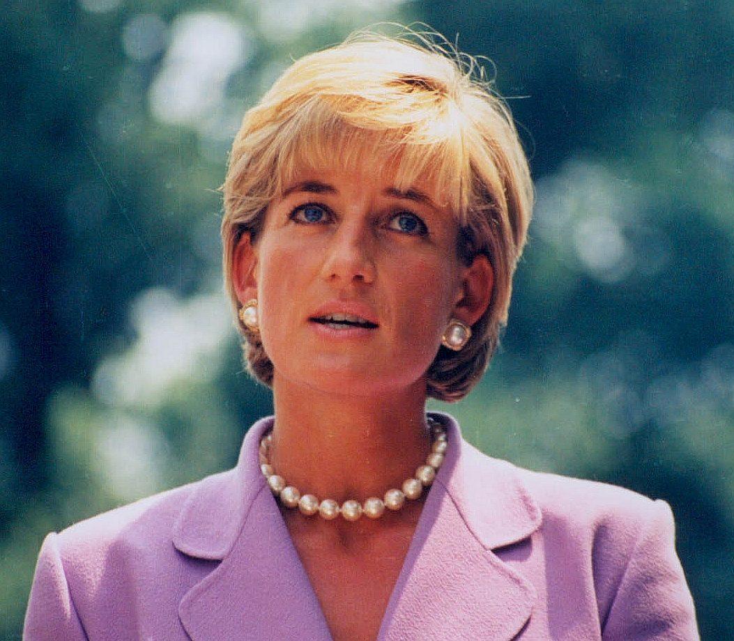 Princess Diana Red Cross 5139757342 e1622729864573 Princess Diana's Most Iconic Outfits