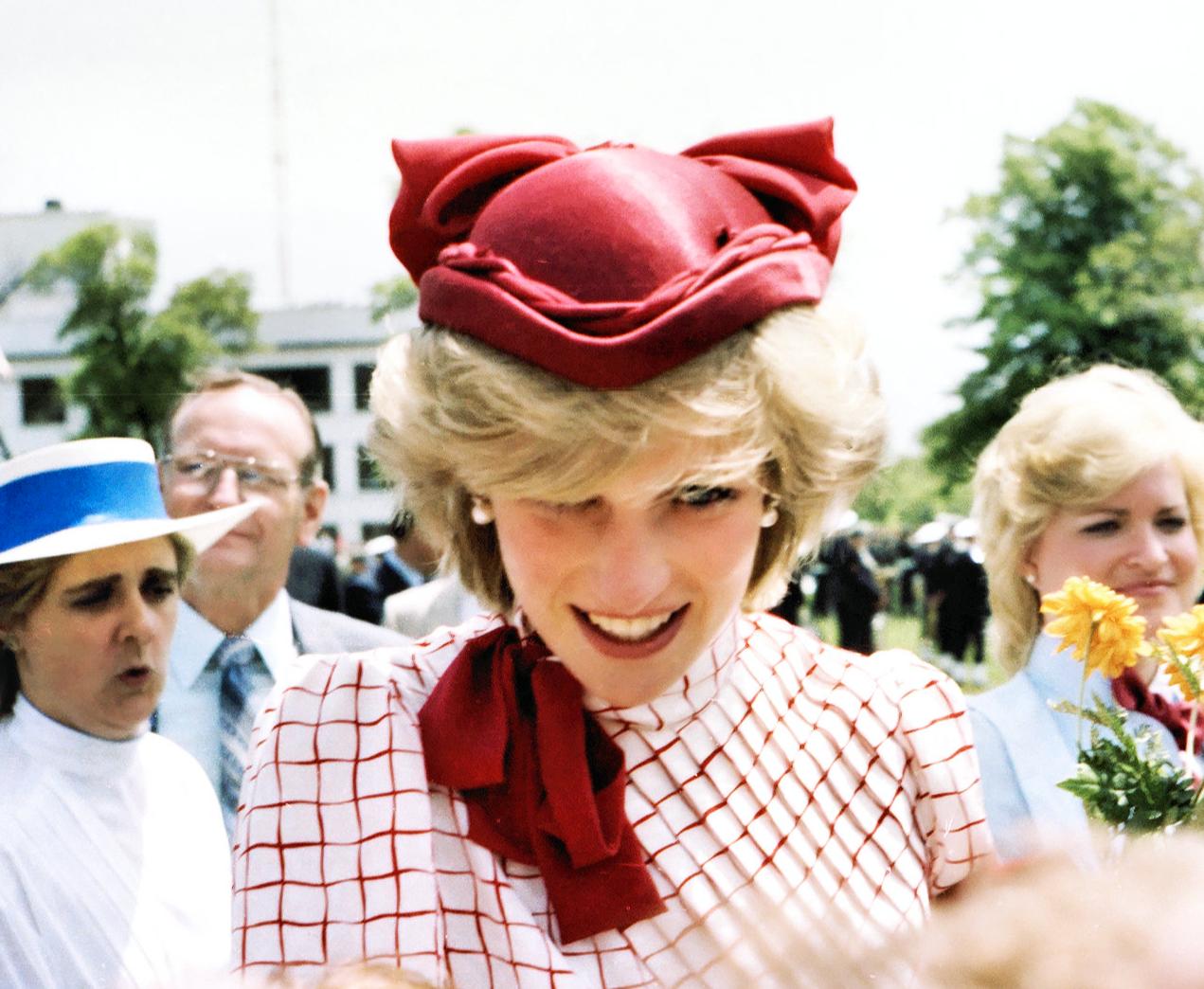 Screenshot 2021 06 03 at 16.02.16 e1622732641144 Princess Diana's Most Iconic Outfits