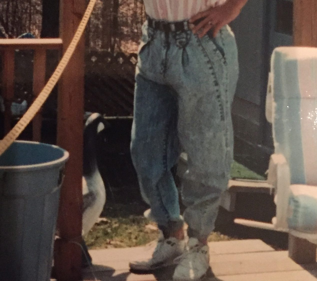 1980s fashion with acid washed jeans e1622545740420 80s Fashion Trends We Should Leave Behind For Good