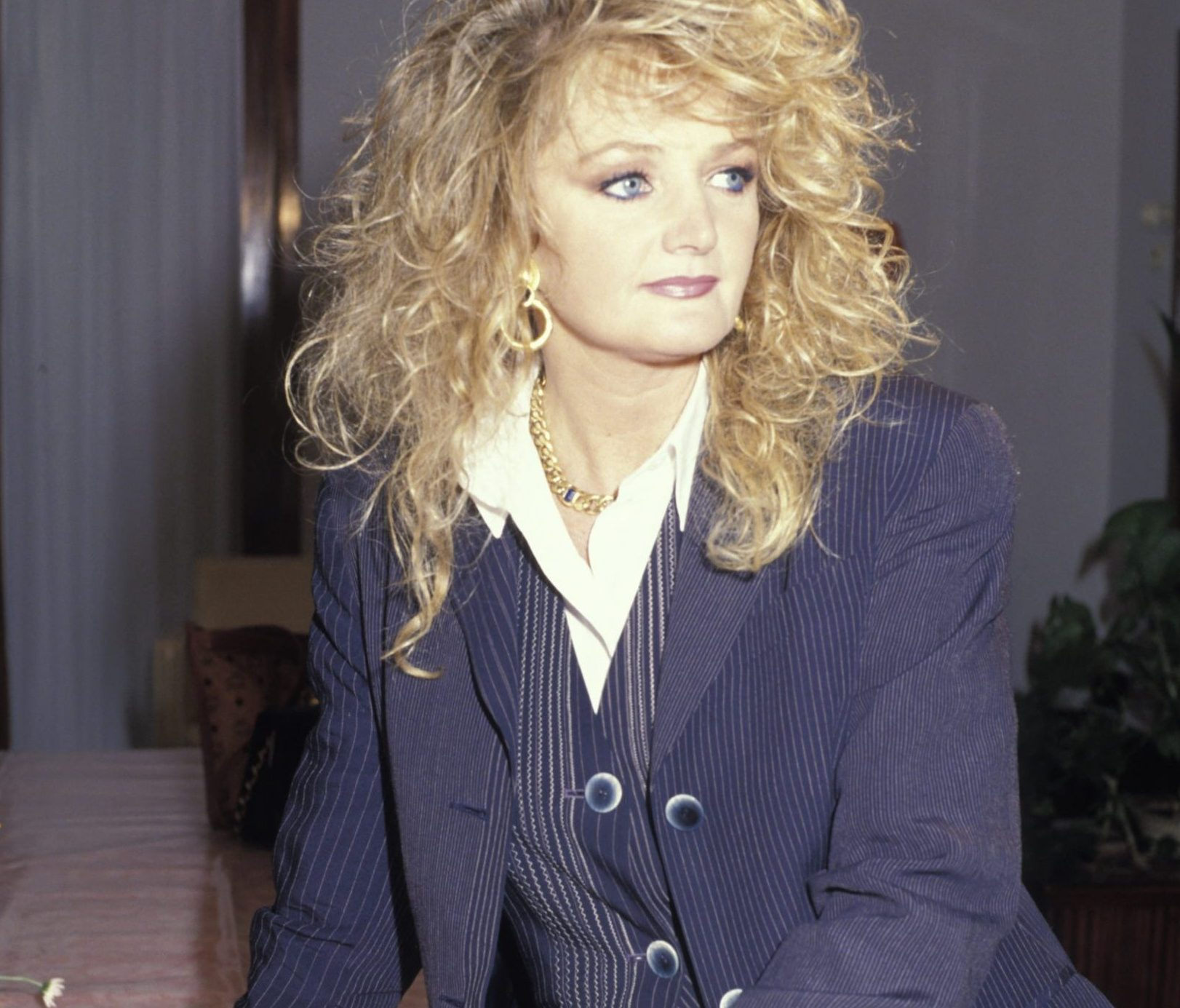 Bonnie Tyler in Moscow 6 May 1997 scaled e1623410353457 80s Fashion Trends We Should Leave Behind For Good
