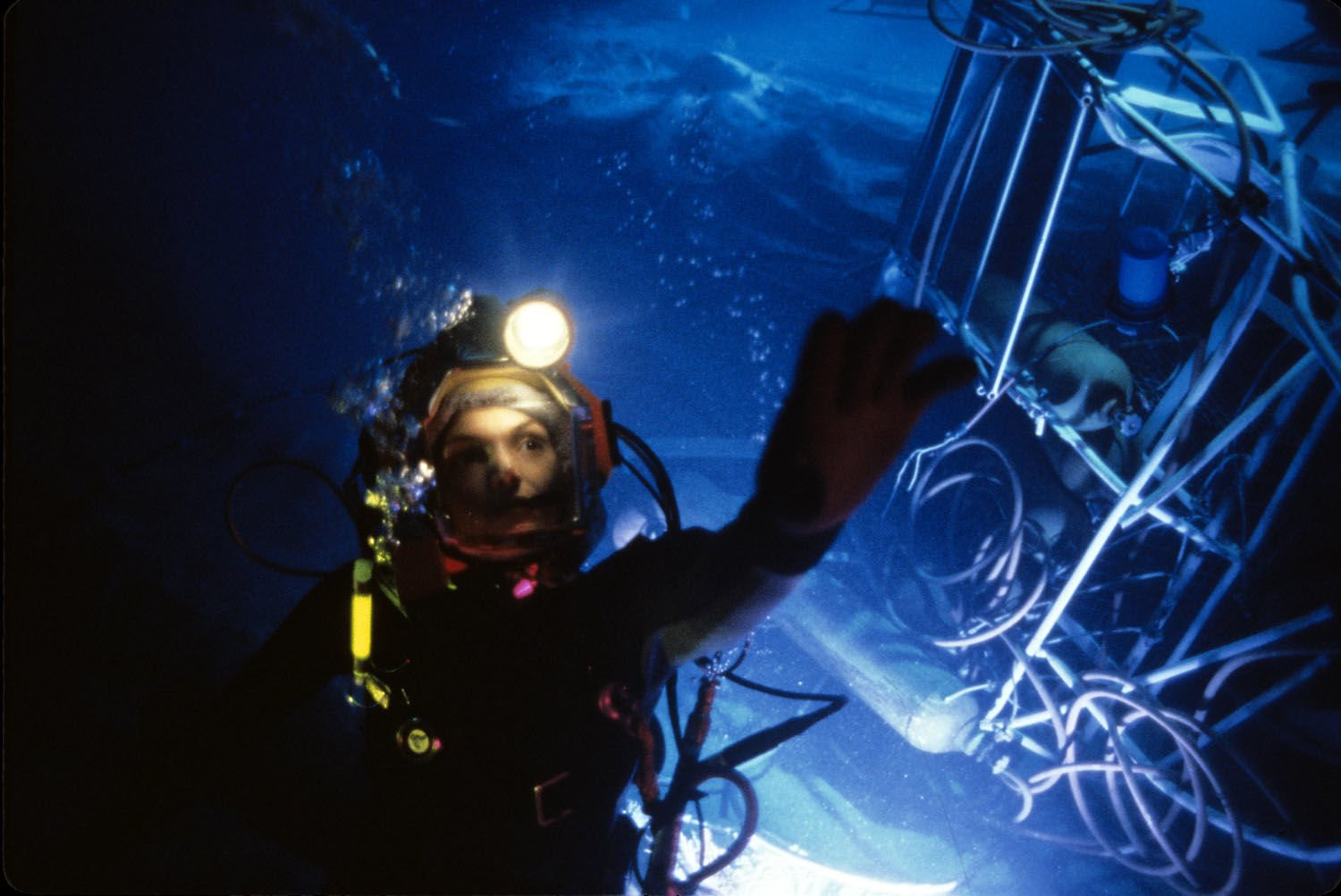 the abyss james cameron 0 Dangerous Movie Production Moments That Could Never Happen Today