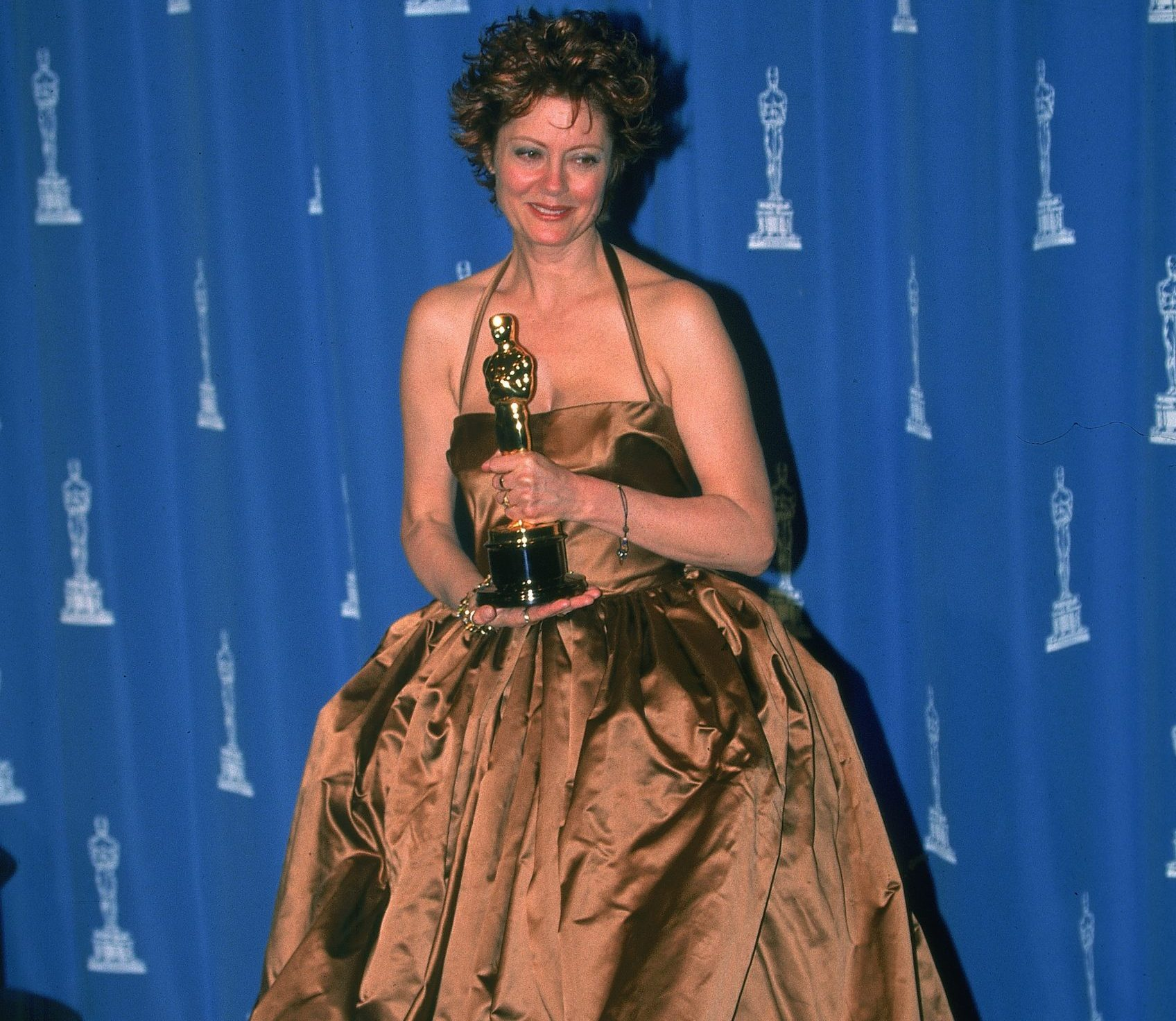 GettyImages 51240039 scaled e1627386309601 The Most Embarrassing Celebrity Red Carpet Looks Of The 90s