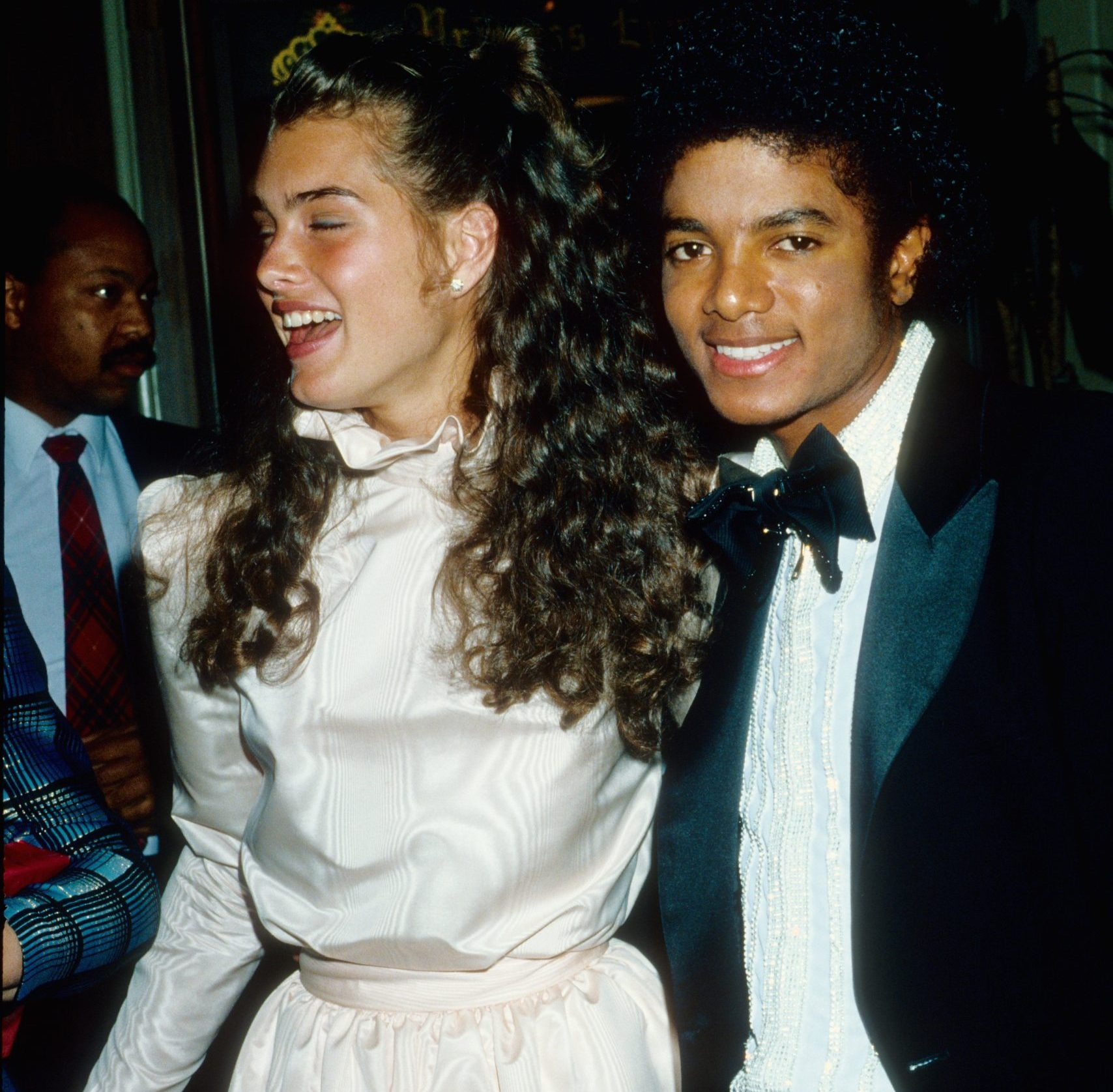 GettyImages 82779845 scaled e1627467363501 Most Bizarre Celebrity Red Carpet Looks From The 1980s