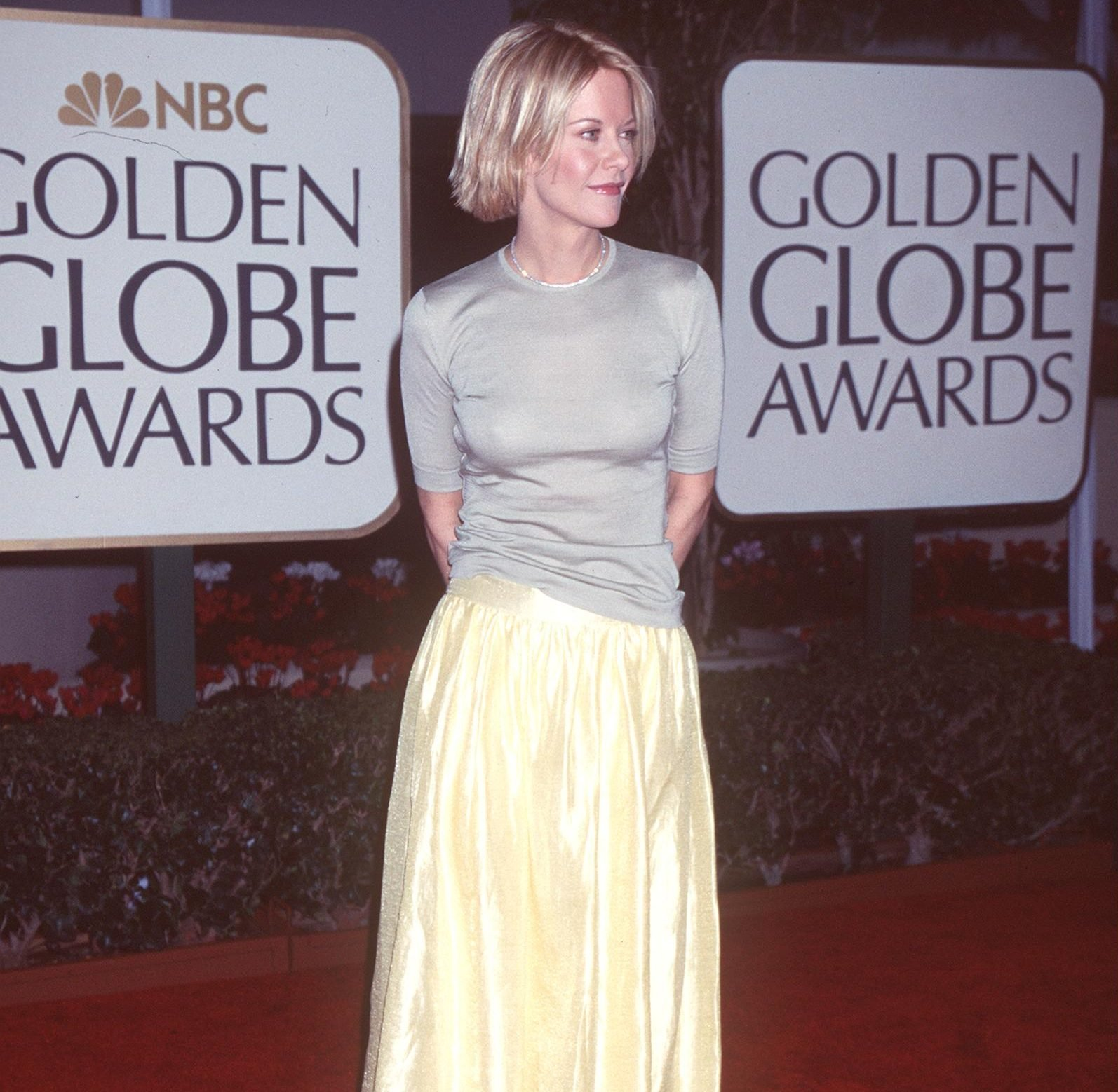 GettyImages 850068 e1627383708157 The Most Embarrassing Celebrity Red Carpet Looks Of The 90s