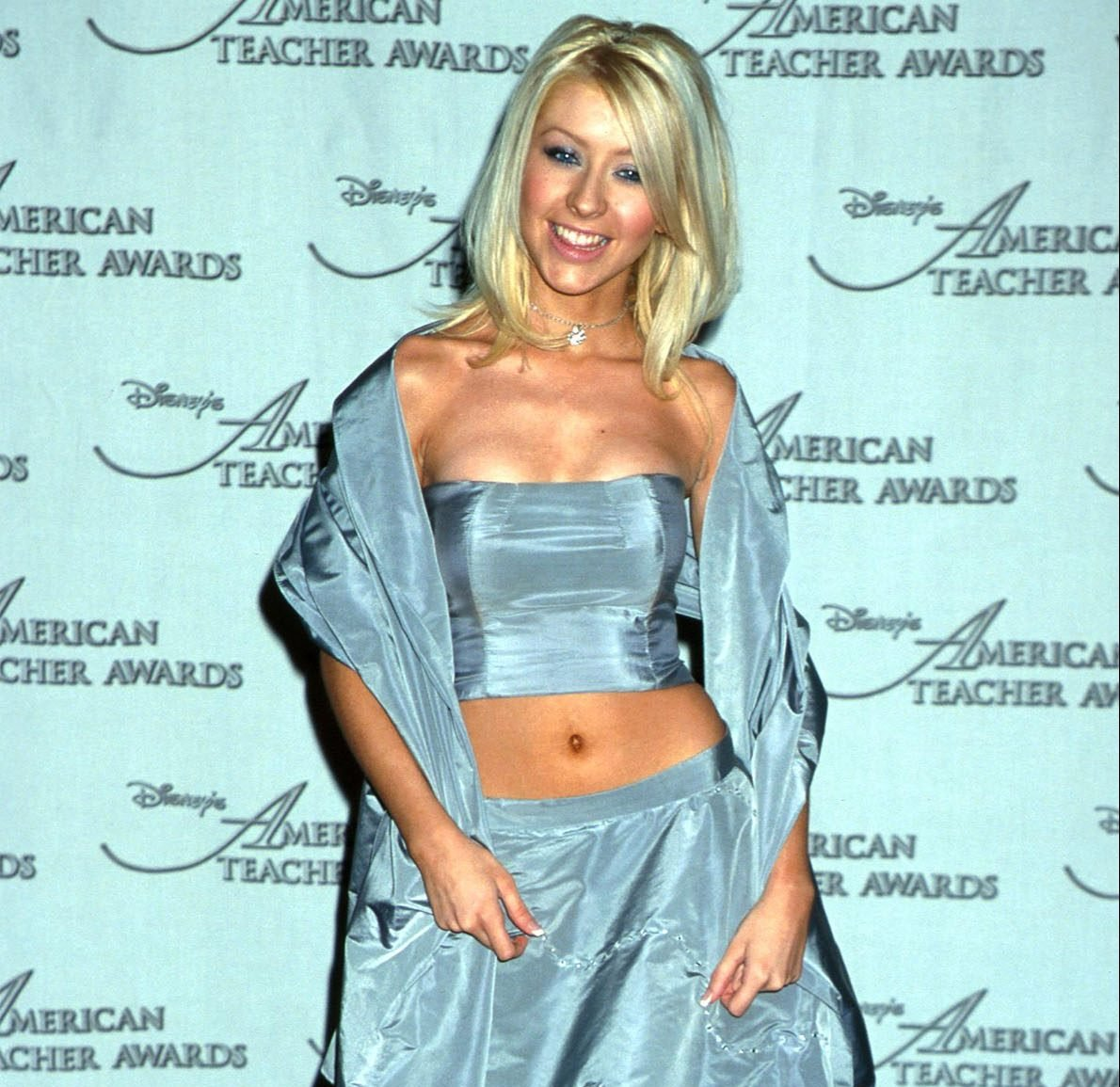 GettyImages 901846 e1627383300943 The Most Embarrassing Celebrity Red Carpet Looks Of The 90s