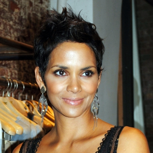 9 6 10 Things You Might Not Have Realised About Halle Berry